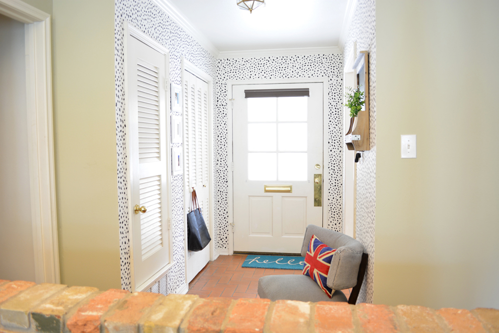 A modern and eclectic foyer design with DIY dalmatian print wall by interior stylist @lesleymyrick