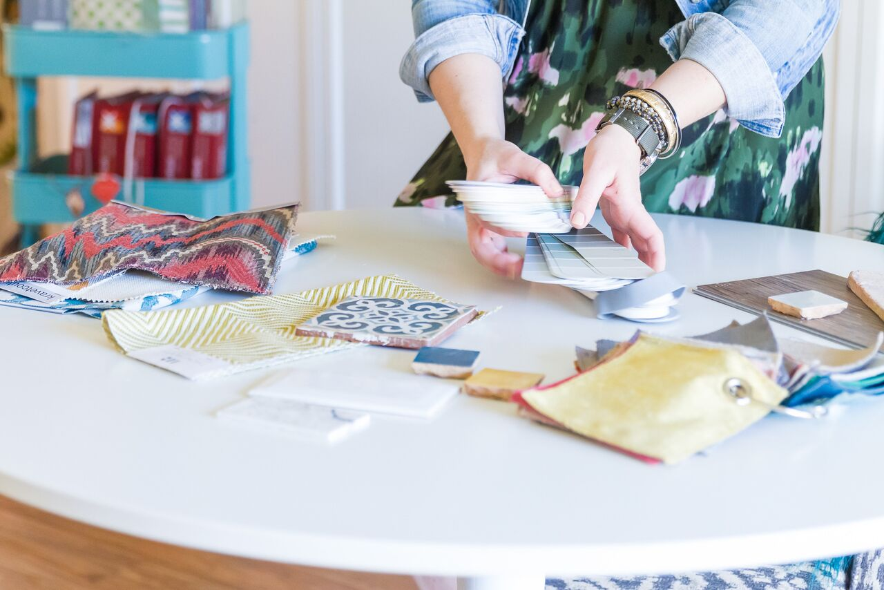 Learn how to mix patterns in interior design with Lesley Myrick