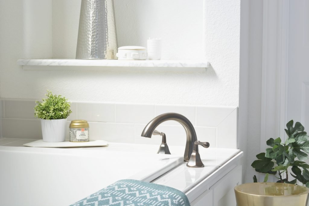 Bathroom organizing tip from Atlanta interior designer Lesley Myrick: Don't have a place for your favorite candle? What about a spot to set your wine glass down when you're in the tub? (I can't be the only one who occasionally brings a glass of wine to the bath, right?) It's time to create one.