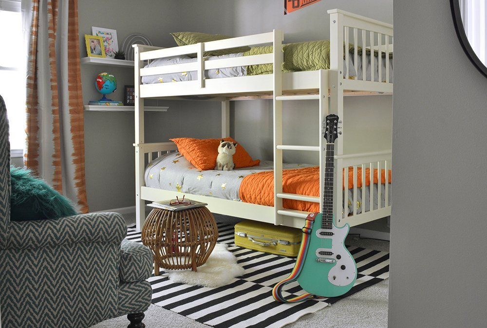 Love this colorful boy's bedroom with bunk beds! Great decorating ideas for kids.