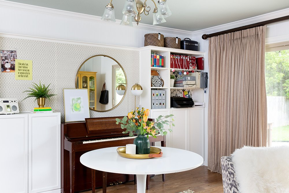 Love this before and after transformation of a dining room into a functional and chic home office!